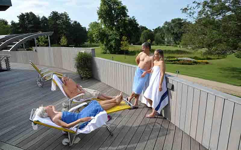 Saunagäste in der Sole-Welt der Jod-Sole-Therme