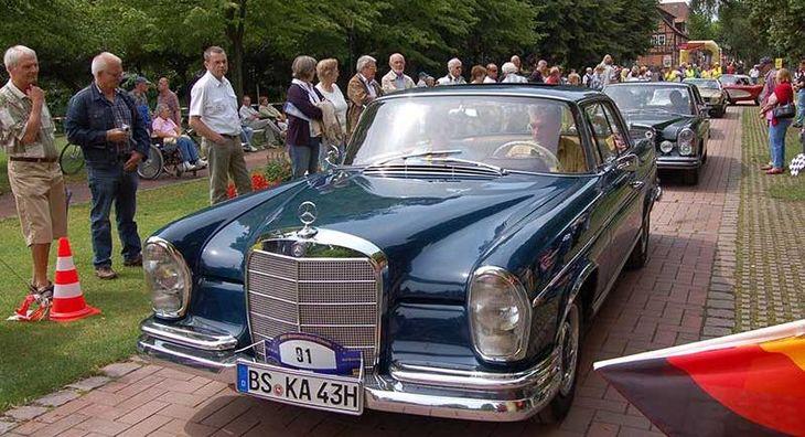 Oldtimer zur ADAC Niedersachsen-Classic in Bad Bevensen