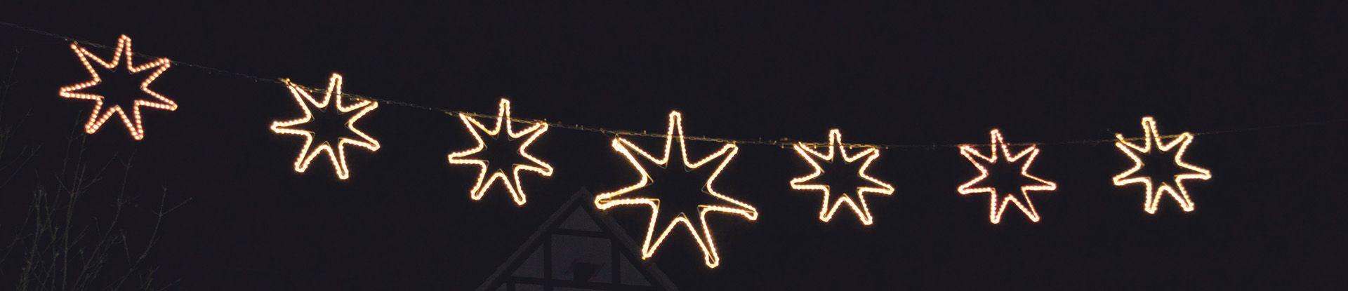 Siebensternlichterkette in der Innenstadt
