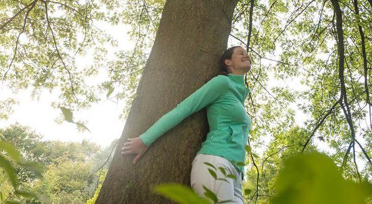In der Natur entspannen und tief durchatmen