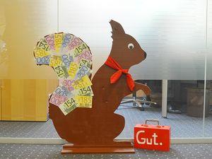 Hans-Hermann-Kunstaktion: das Eichhörnchen als clevere Bankkauffrau