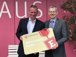Gerhard Kreutz, Geschäftsführer BBM, und Dr. Heiko Blume, Landrat Uelzen
