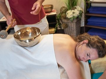 Klangschalen-Massage im Spa und Vital Center der Jod-Sole-Therme Bad Bevensen