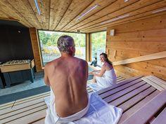 Saunagäste im Sole-Entspannungsraum der Jod-Sole-Therme Bad Bevensen