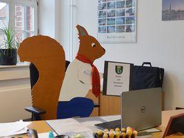Hans-Hermann-Kunstaktion: das Eichhörnchen als Verwaltungsfachangestellter