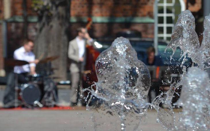 Jazzband am Springbrunnen