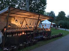 Stand mit Likören beim Mittelaltermarkt im Kurpark