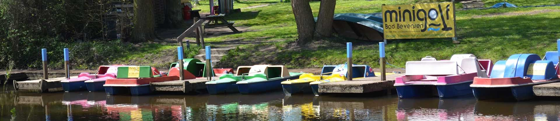 Tretboote auf der Ilmenau