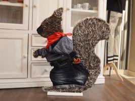 Hans-Hermann-Kunstaktion: das Eichhörnchen als Fashion-Hermann