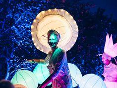 Leuchtende Walking Acts bei der Kurparknacht