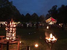 Brennende Fackeln zum Mittelaltermarkt im Kurpark