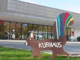 Hans-Hermann-Kunstaktion: das Eichhörnchen vor dem Kurhaus